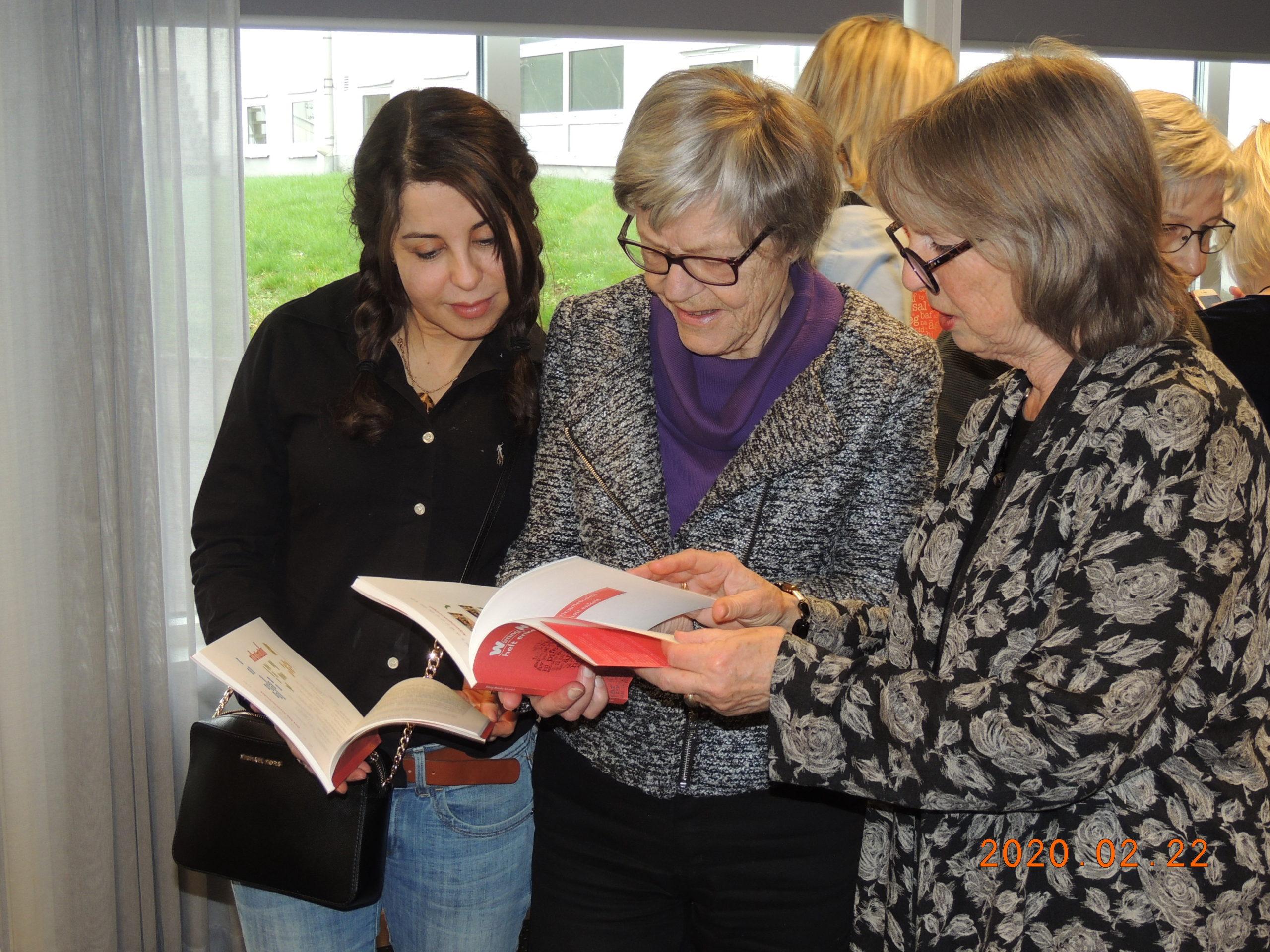 20 Ann-Katrin, Christina och ....